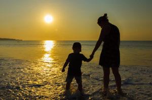 adottare un bambino da single